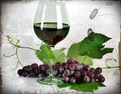 copa-de-vino-tinto-con-un-racimo-de-uvas-grapes-and-wine