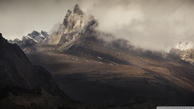 munte in nori